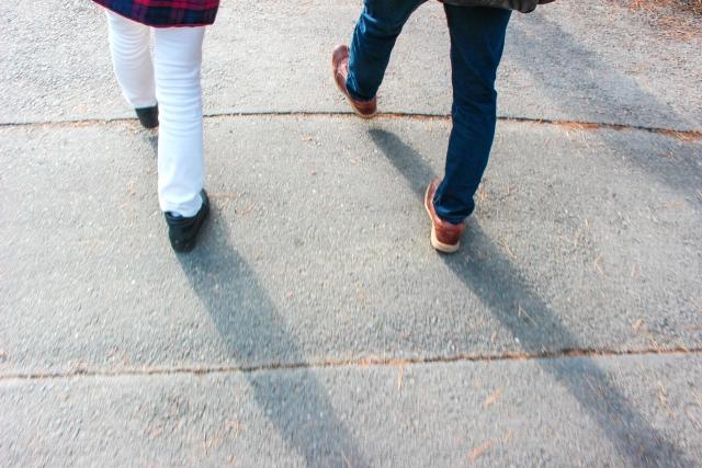 歩みだす二人